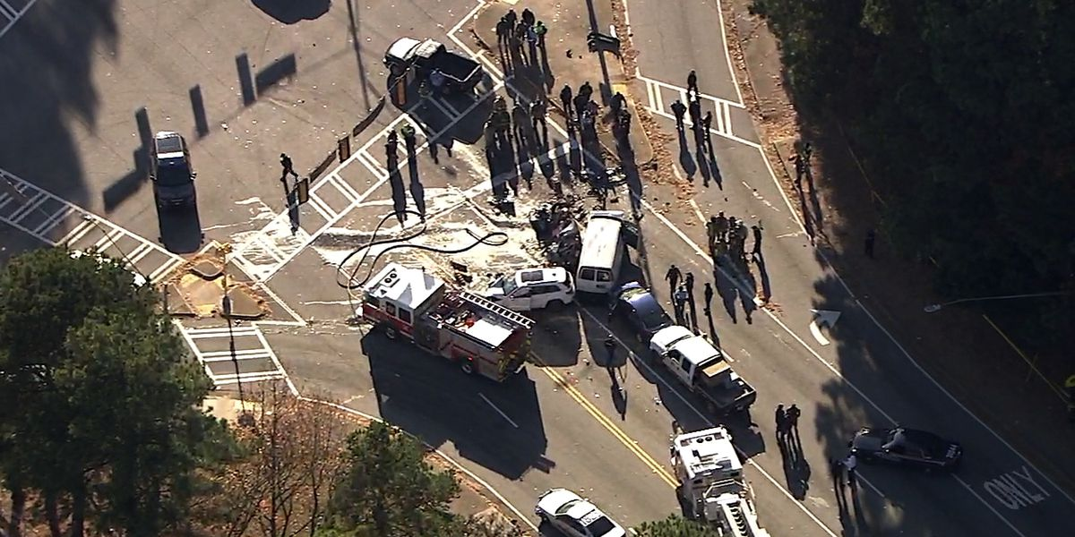2 dead after driver running from police crashes at Atlanta intersection
