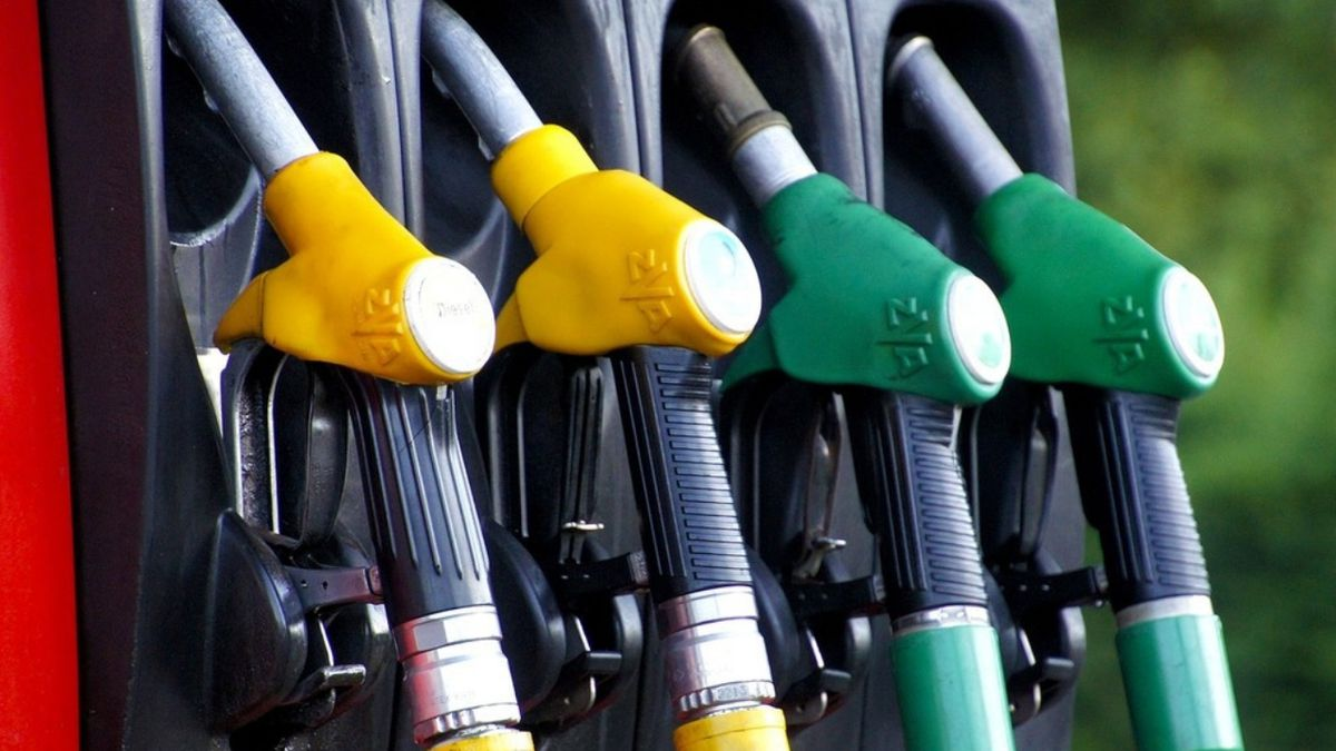 Report: Gas prices to drop just in time for summer