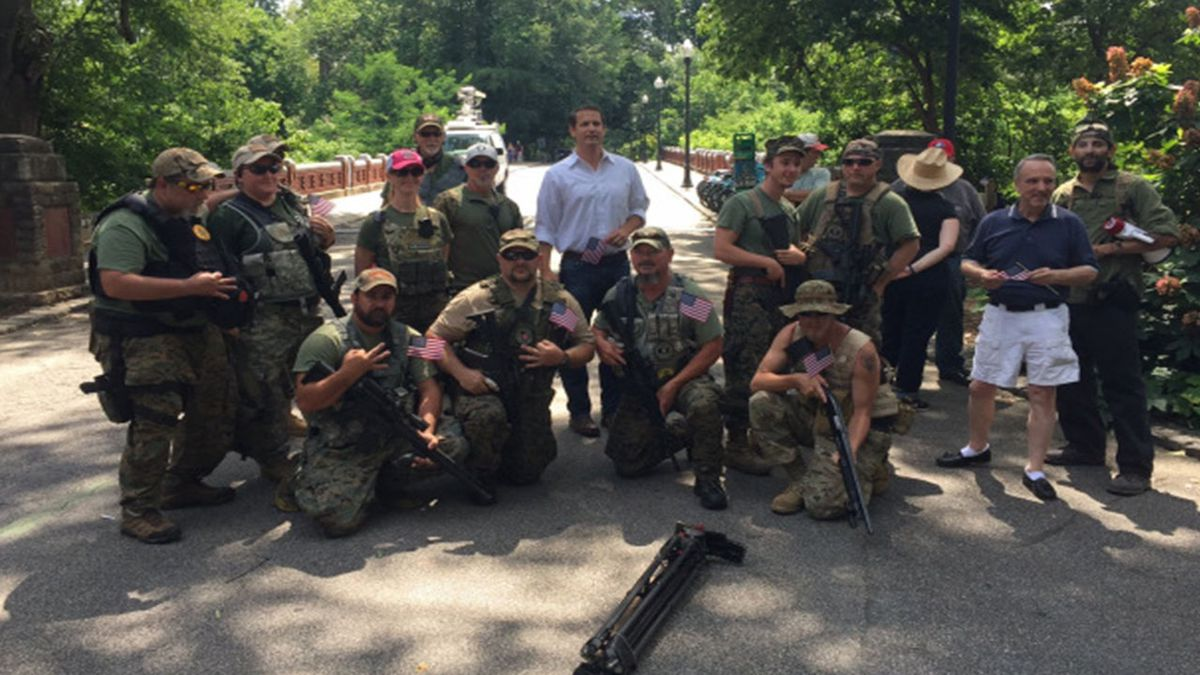 Georgia state senator under fire for posing with controversial militia at rally