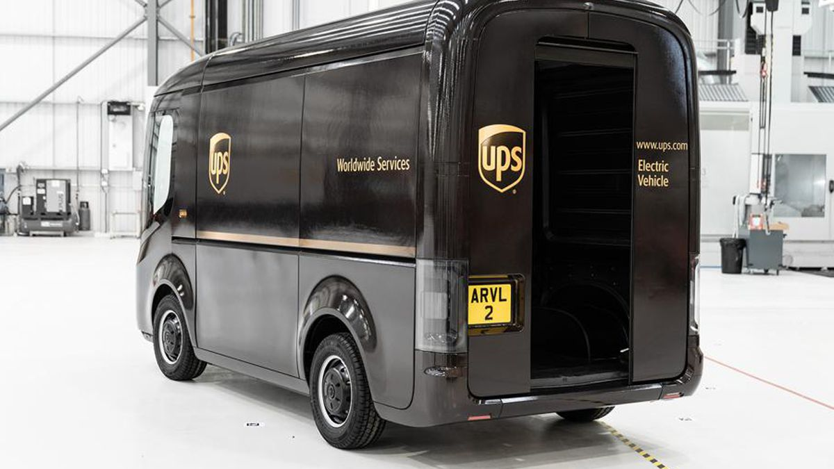 UPS orders 10,000 electric delivery trucks, plans test of self-driving vans