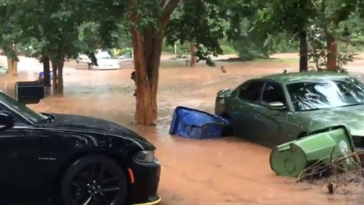 Pop-up storms cause flash flooding across parts of metro
