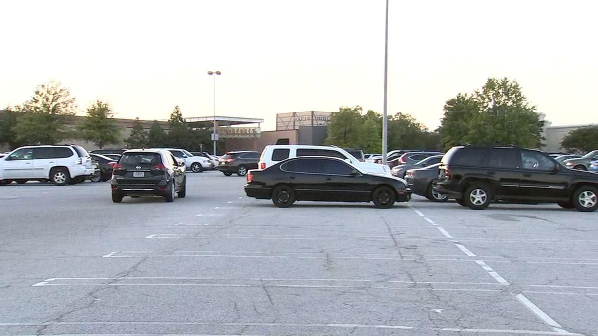 Nearly 100 cars broken into at the same metro Atlanta mall in 1 night