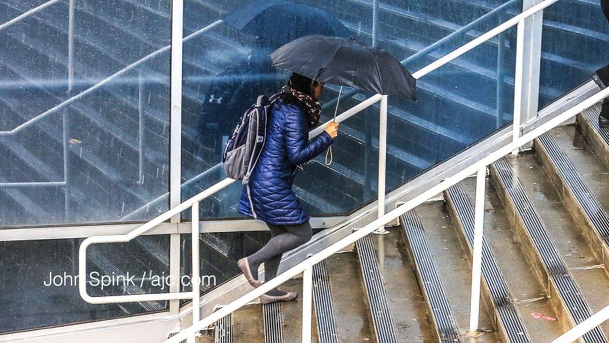 RIGHT NOW: Rain moving through metro Atlanta