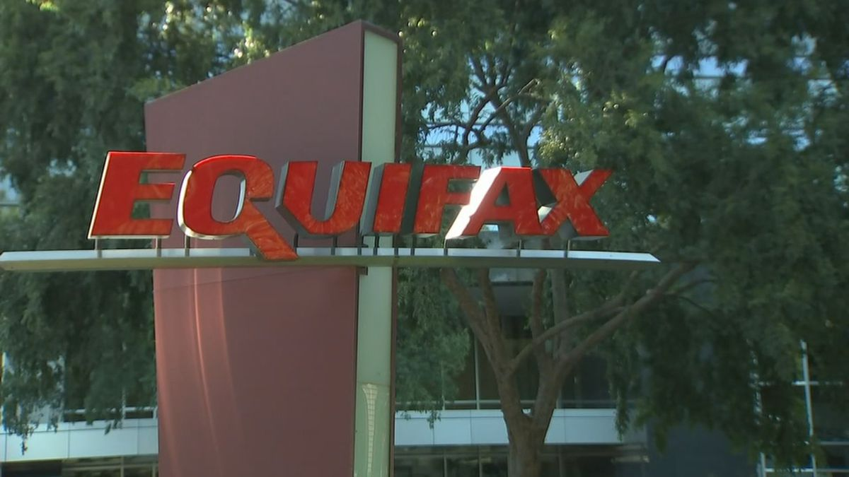 Equifax apologizes for sending people to fake company website