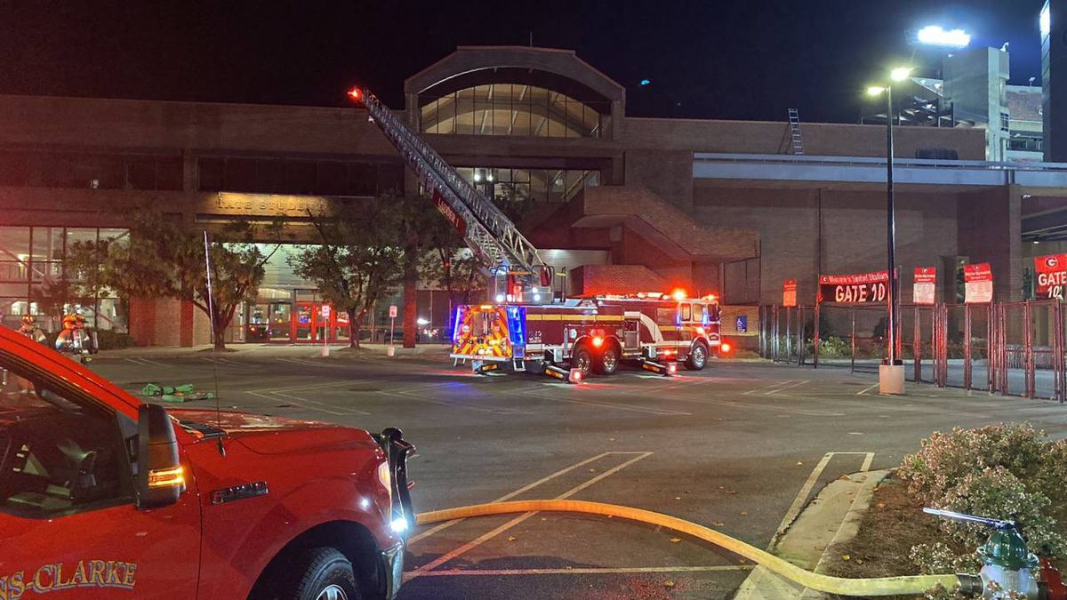 Firefighters put out fire on roof of UGA student center
