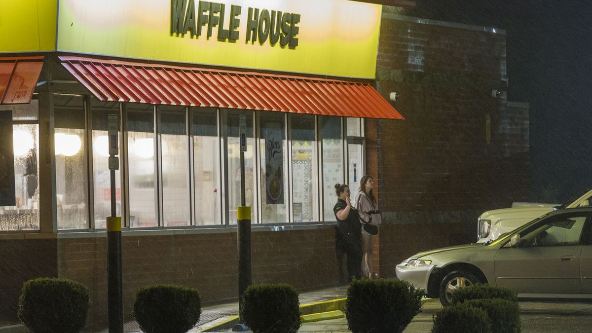 Middle Georgia man fatally shot at Waffle House after allegedly using racial slurs