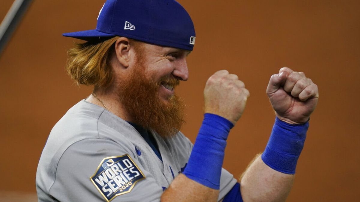 COVID-positive Dodgers 3B Justin Turner removed from Game 6 of World Series, kisses wife in celebration