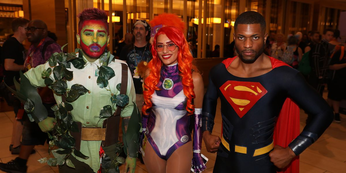 Record crowds come from around the world to Dragon Con