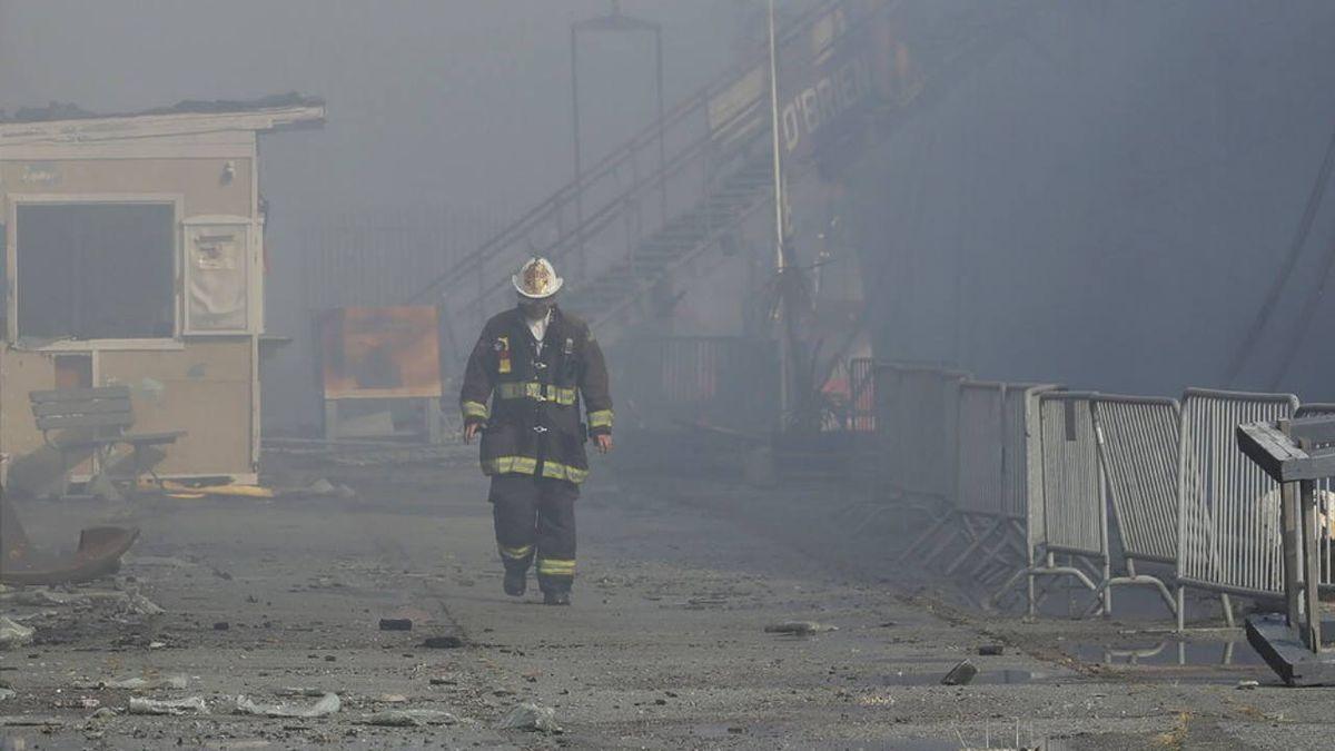 Firefighters battle 4-alarm blaze on San Francisco pier