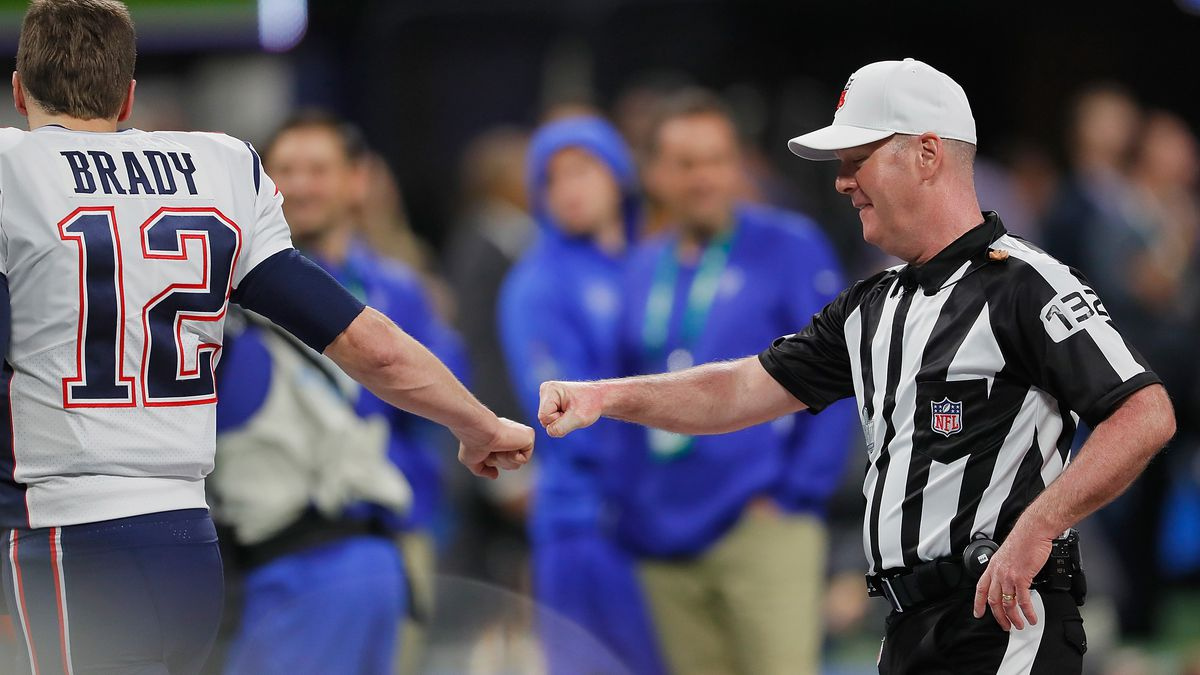 Tom Brady fist-bumps ref pregame, Internet explodes with conspiracy theories