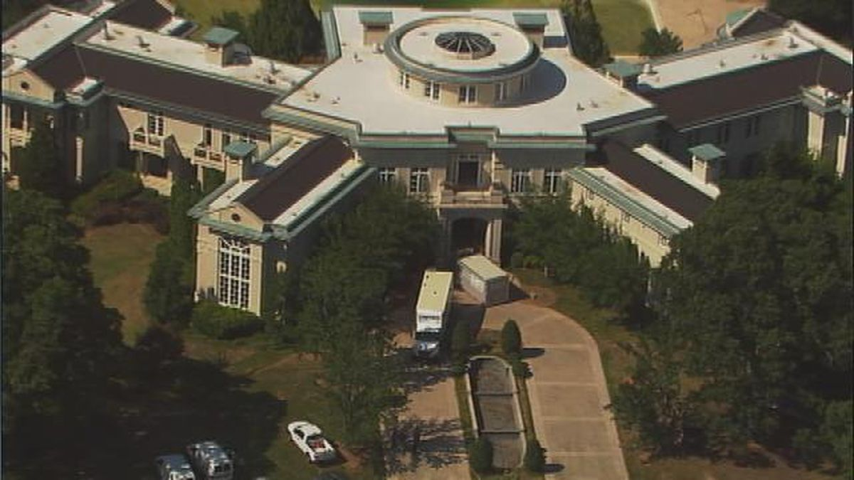 Evander Holyfield moves out of foreclosed Fayette Co. mansion