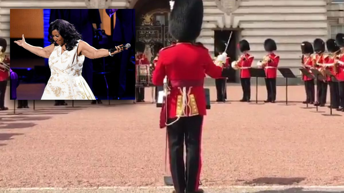 Aretha Franklin shown some R-E-S-P-E-C-T outside Buckingham Palace