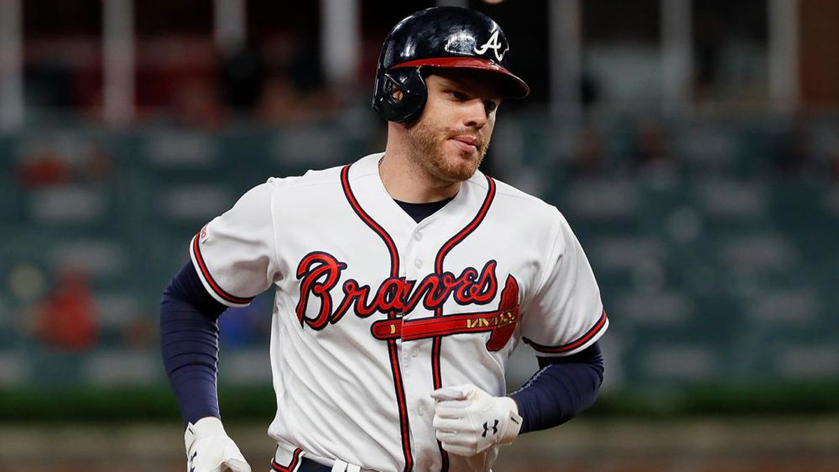 ADORABLE VIDEO: Freddie Freeman's son helps him get ready for tonight's game