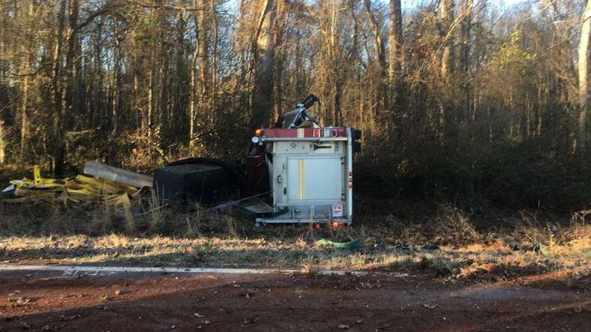 2 firefighters injured in rollover crash while responding to call