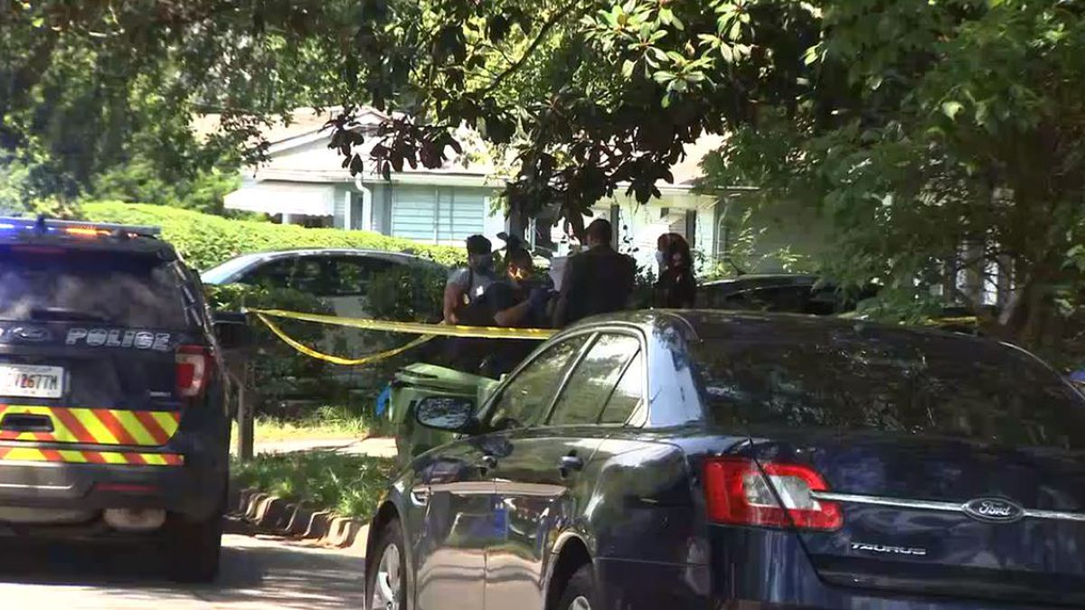 Man arrested after 2-year-old shoots himself in Atlanta home