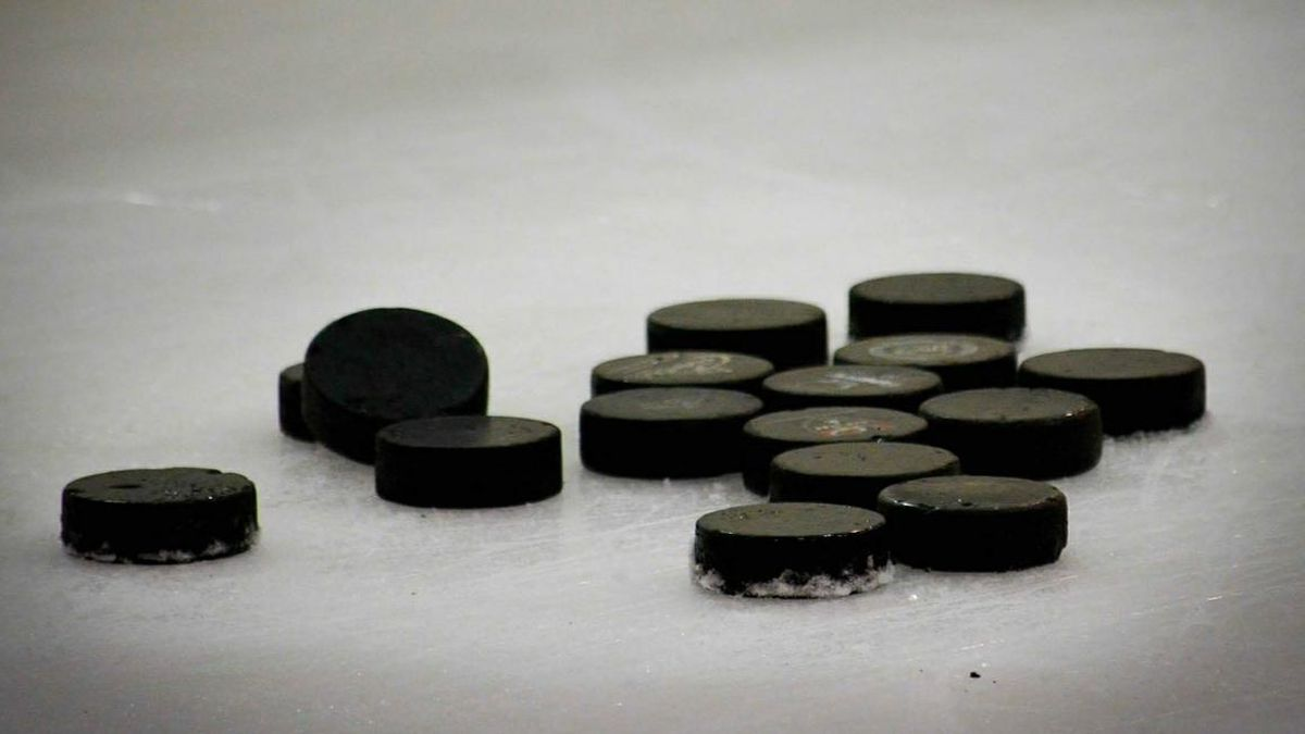 University issues hockey pucks to defend against active shooters