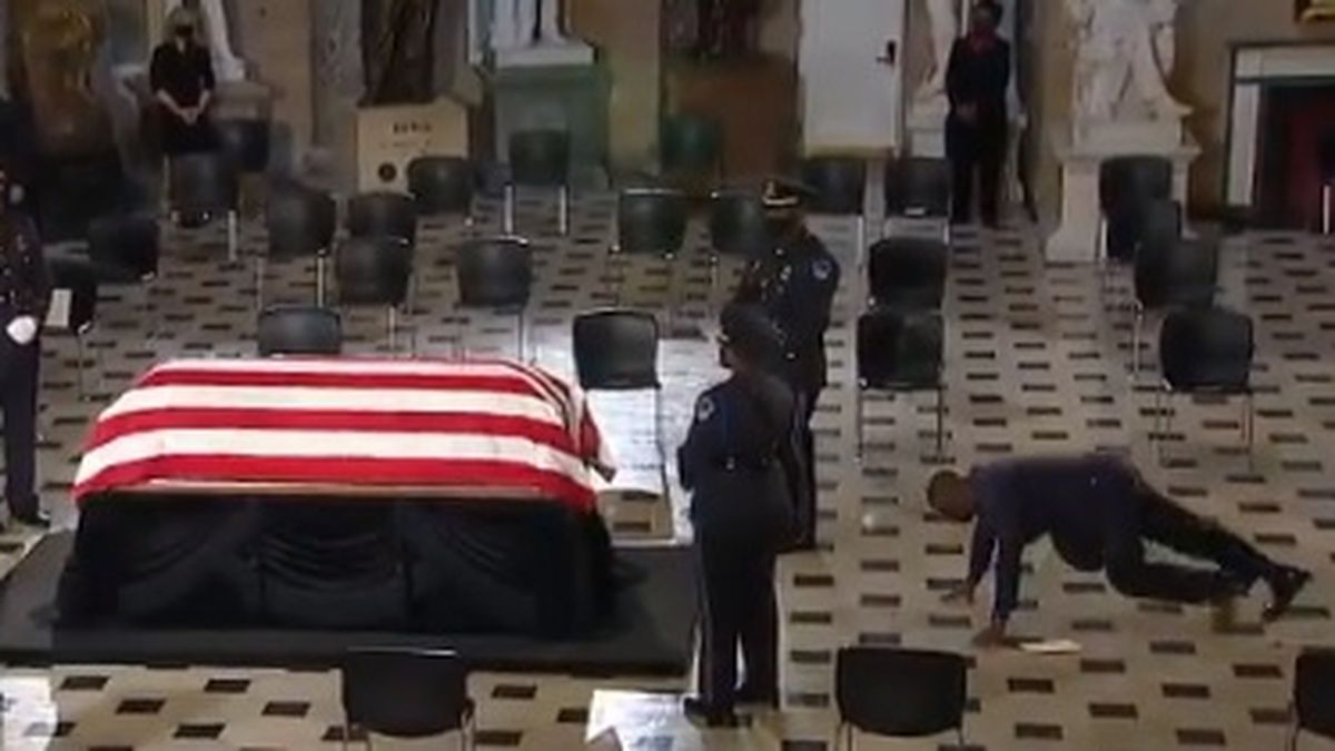 Ruth Bader Ginsburg's personal trainer pays tribute by doing push-ups at casket