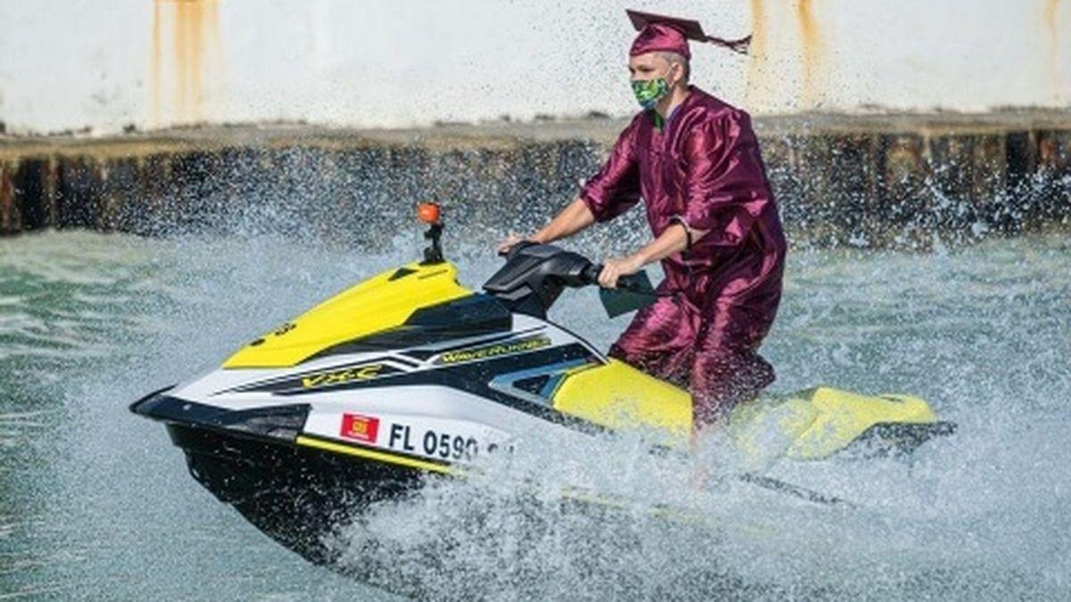 Florida high school holds graduation on Jet Skis