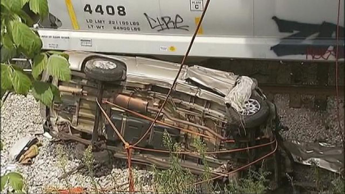 Good Samaritan killed trying to help man trapped in minivan