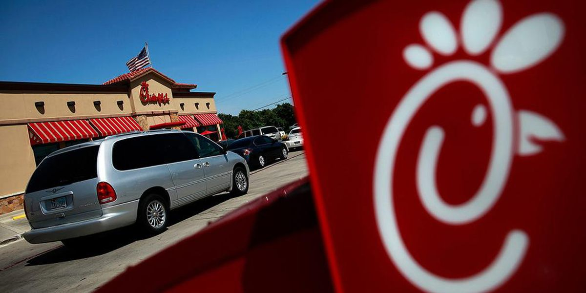 Chick-fil-A employees help customer change tire
