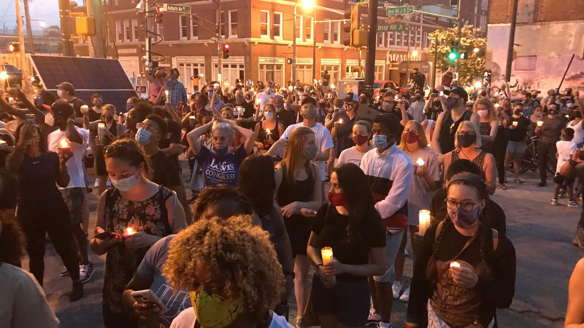 Hundreds gather for candlelight vigil to remember Rep. John Lewis