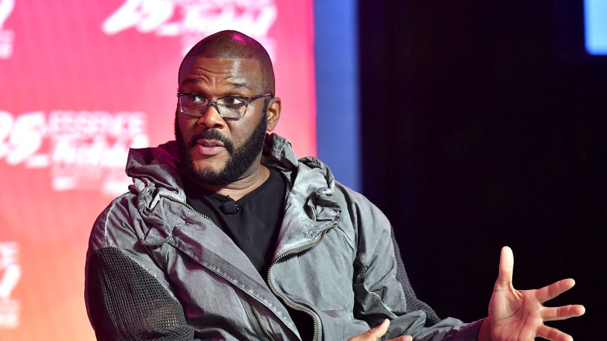 Tyler Perry uses private plane to deliver supplies to Bahamas after hurricane