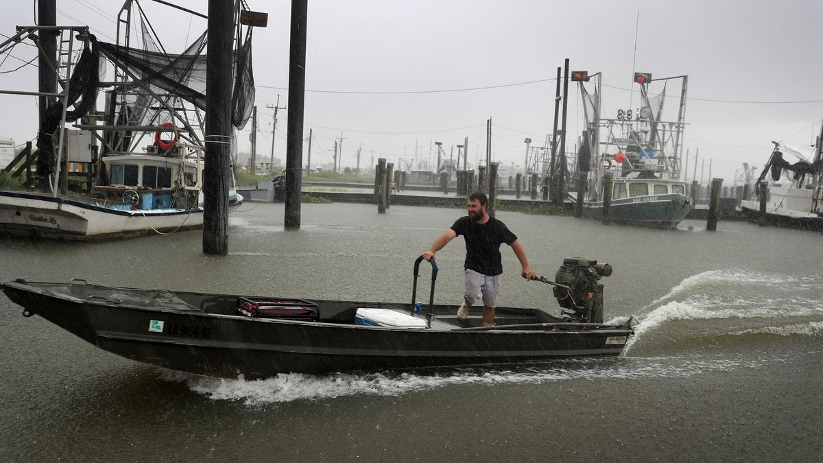 Residents flee as Gulf Coast sees possible tandem hurricanes