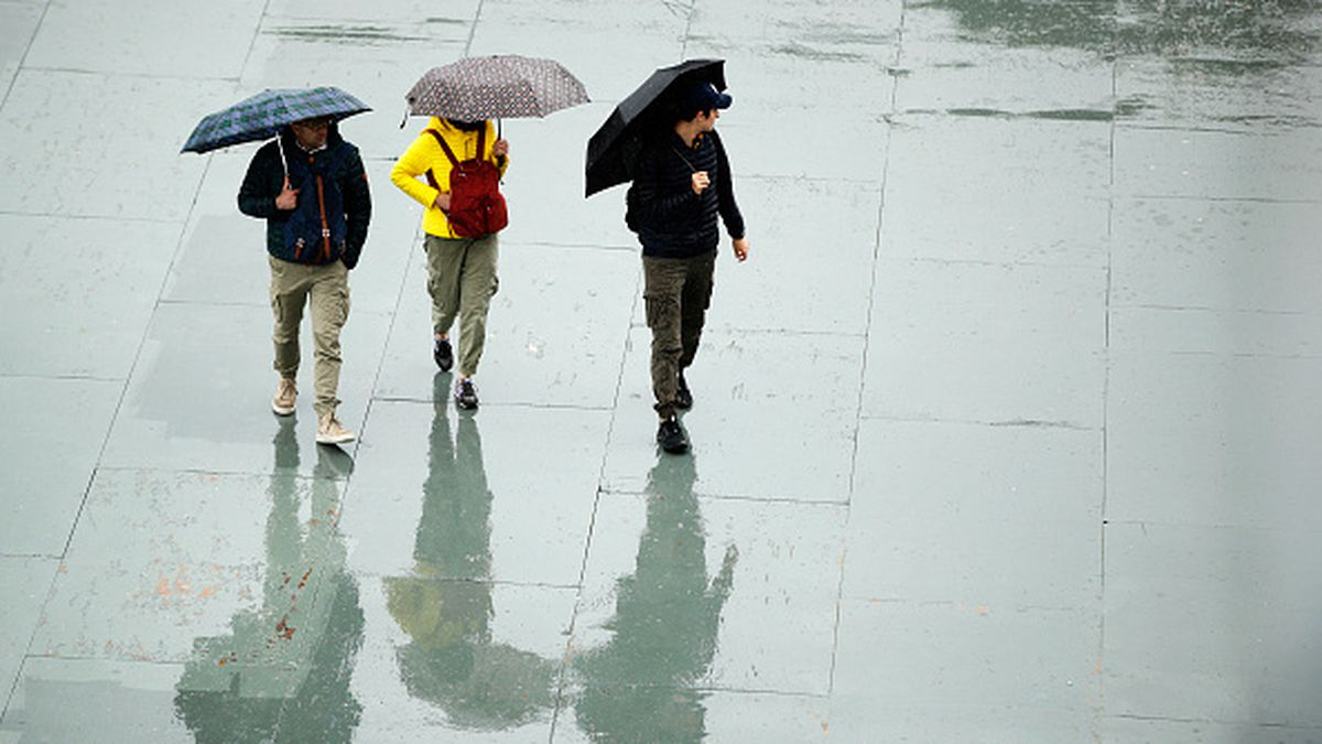 Light rain falling now, storms and heavy rain coming later this week